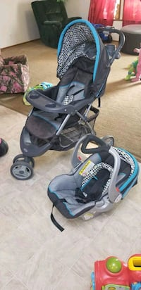 baby's black and blue travel system Fargo, 58104