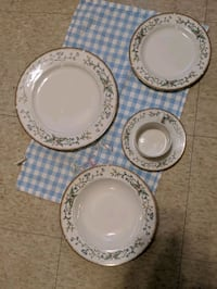 12 place setting China set Bethlehem, 18017