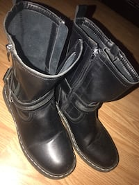 Black leather boots size 8 in very good condition  3744 km