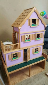Daisy Doll House - 3 separate pieces Calgary, T2Z
