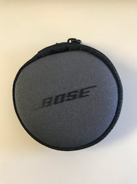 black and gray Bose headphones  LOSANGELES