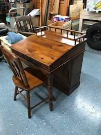 Unique child's flip top desk with built in bookshelf Ocala, 34475