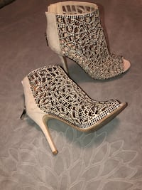 Betsey Johnson size 6 diamond heels