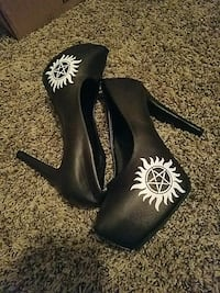 pair of black-and-white leather platform heeled shoes Albuquerque, 87109