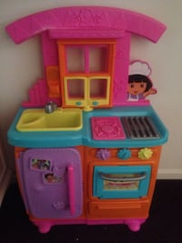 Toddler's pink and blue dora the explorer-themed kitchen play set Newark, 19713