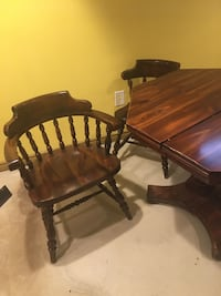 Real solid wood table with 2 extending leafs