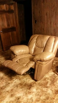 LEATHER RECLINER Hartselle, 35640