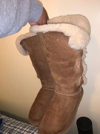 Women's Uggs Size 8