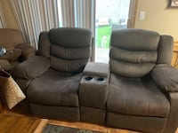 Recliner love seat Vancouver, 98682