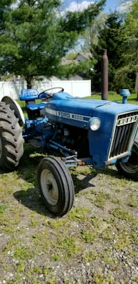 blue ford tractor Hubbard, 44425