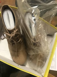 Ankle booties Size 8 City Classified BROOKLYN