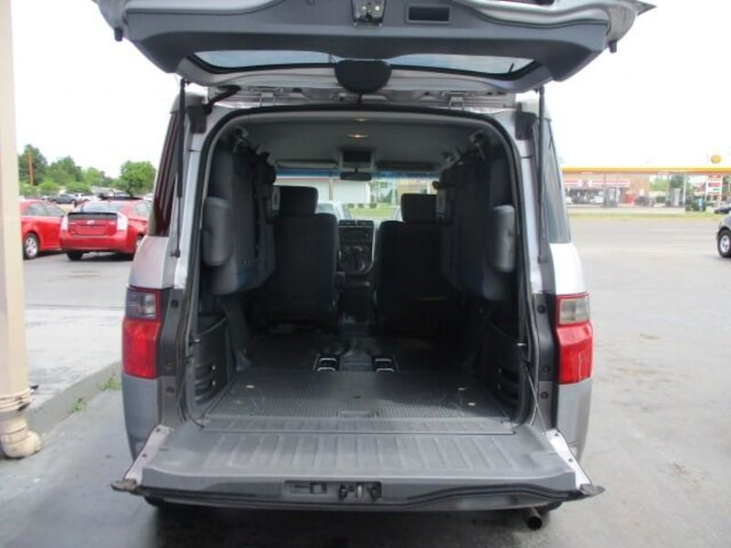 Honda-Element-2003 d9a8d010-3155-438c-906d-68ac4911c317