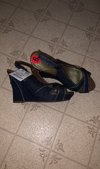 """BRAND NEW NEVER USED open toe denim  """"GUESS"""" heels.  Londonderry, 03053"""