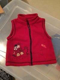 toddler's red and black zip-up vest Montréal, H3S
