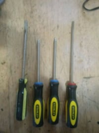 4 Stanley screwdrivers