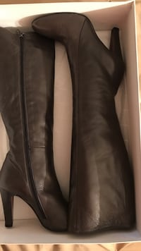 pair of brown leather knee high boots Salinas, 93908