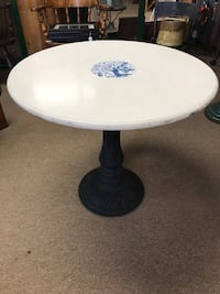 White Table with Cast Iron Base Pembroke, 02359