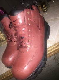 pair of red leather boots Chicago, 60636