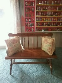Deacon Bench with pillows New Oxford, 17350