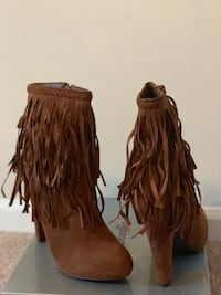 Woman Boot brand new size 9, Tan color Woodbridge, 22192