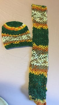 green and orange knitted scarf and beanie hat لندن, N6K 1M1