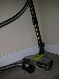 Hoover vacuum( for parts) Surrey, V3R 0W2