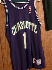 Muggsy Bogues Charotte Hornets champion jersey. size 40 Easton, 18042