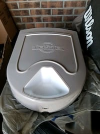 Pet feeder Mississauga, L5B