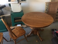 Solid oak dining room table 4x chairs and center leaf