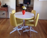 Round white wooden table with four chairs Los Angeles, 90042