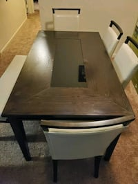 Beautiful dining table Maryland City