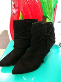 Women's boots ( must pick up) Calgary, T3N 0M9