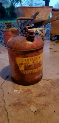 Vintage gas can Luling, 70070