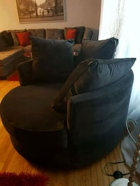 Round chair like new Guelph, N1K 1B2