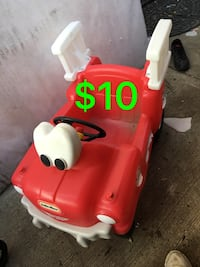 toddler's red and white Radio Flyer trike Bakersfield, 93307