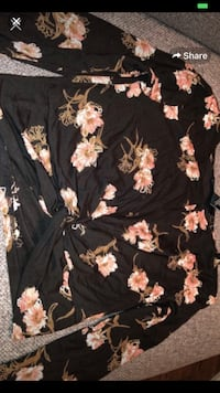 Black floral long sleeve top Toronto, M5H 1A1