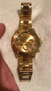 Round gold-colored chronograph watch with link bracelet New York