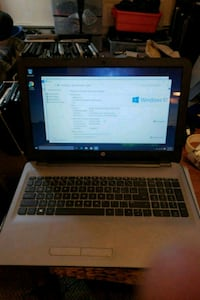 black and gray HP laptop Burnaby, V5G 4A1