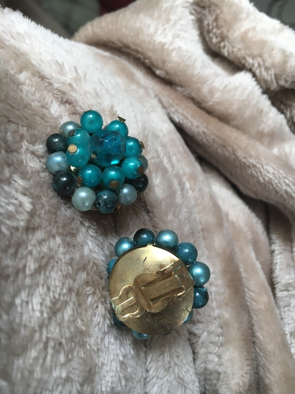 Vintage clip on teal turquoise multi-blue earrings  09d89c37-c4f4-446f-b848-fa8b8148666a