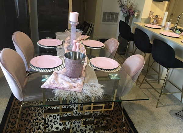 Gold/ pink Dining table 1