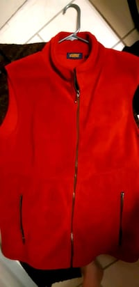 red zip-up vest St. Catharines, L2M 4G1