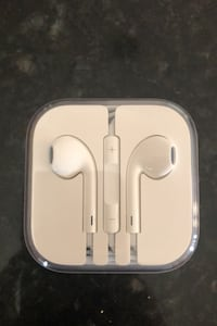 Brand new EarPods with Audio Jack connector  Gainesville, 20155