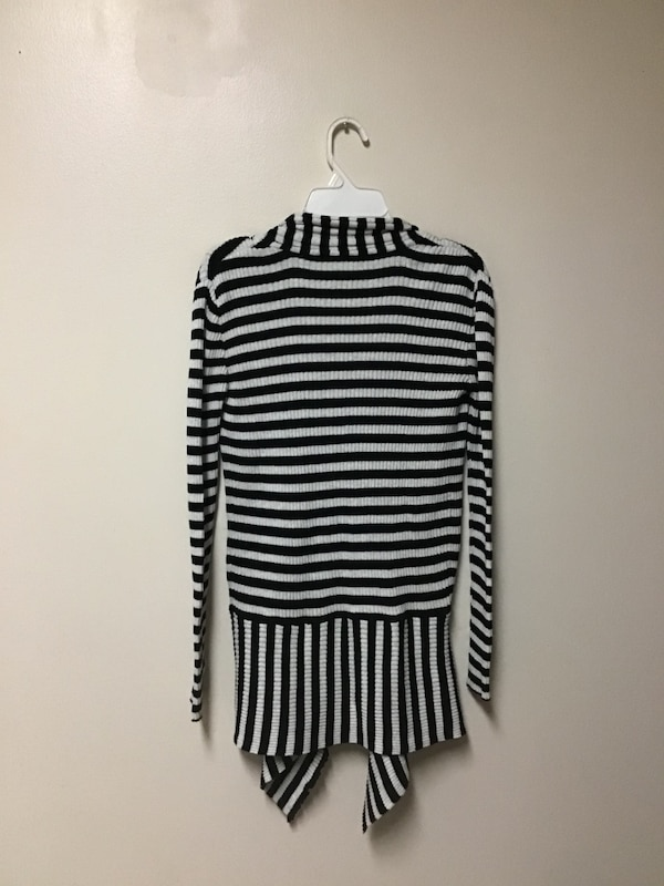 Girls IVY & MOON 100% cotton Black & white cardigan sweater…Size 14 6139cf61-4a60-48a7-8437-f22d138639fa
