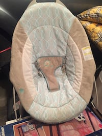 baby's white and gray bouncer 3155 km