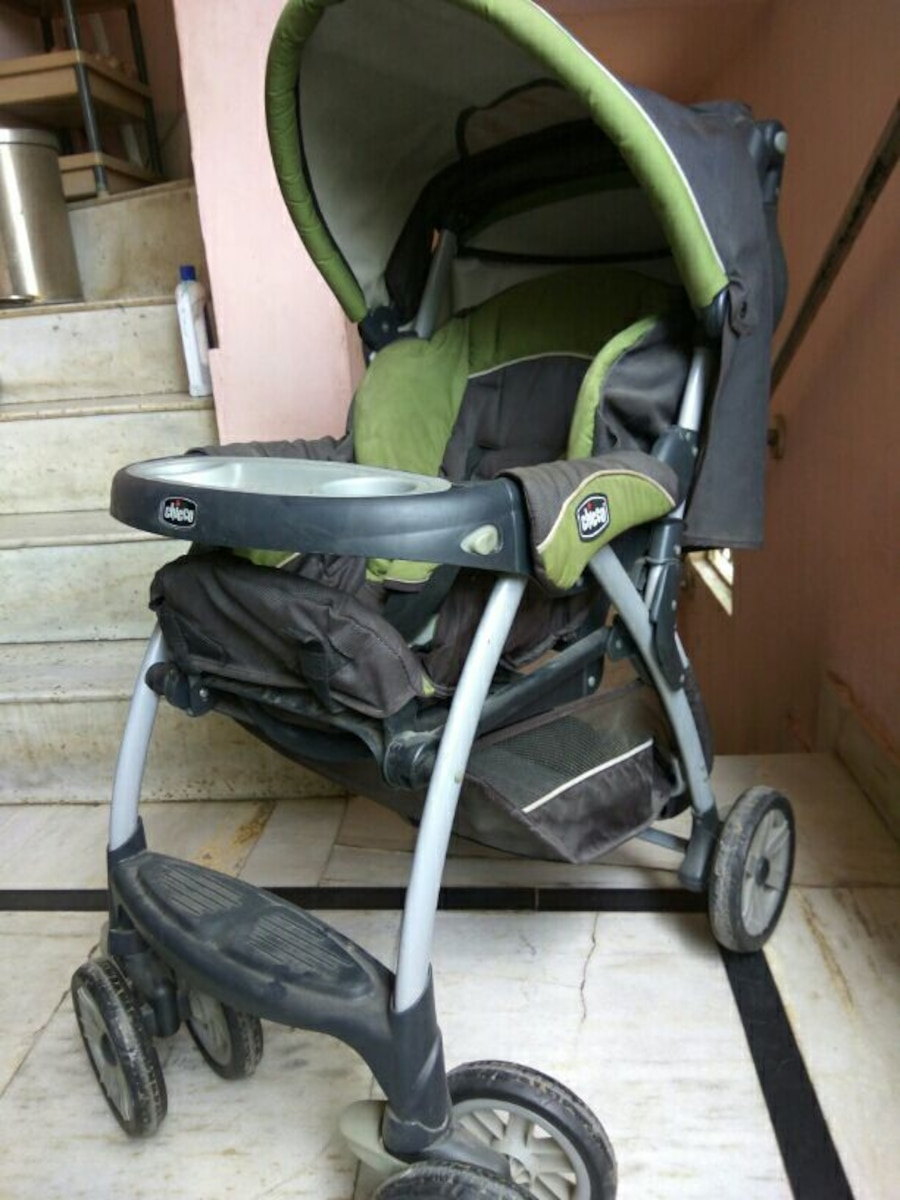 baby's black, green, and gray Chicco stroller