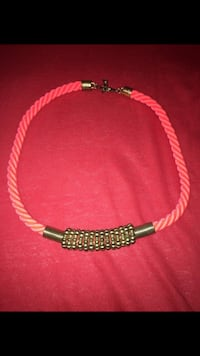 Collier rose  Montreuil, 93100