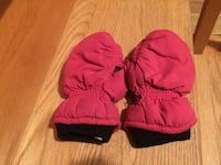 Pink used mitts- fit size 4-6 best. Pu Dieppe  Dieppe, E1A 6V5