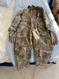 Youth camp hunting clothes size 9 boots and gloves redhead silent hide