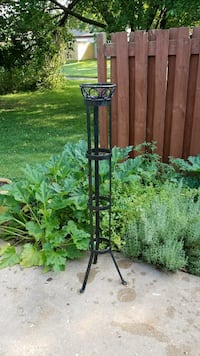Plant/candle stand (iron) Dover, 19901