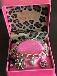 Bracelets with charms BRAND NEW in box $20 great GIFT Mississauga, L5H 3T3
